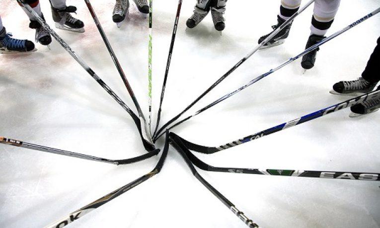 Co musíte udělat na začátku každé série play-off NHL?