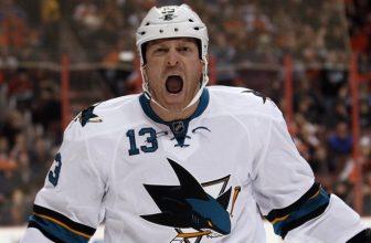 """Žralok nebo prase? Brutální faul v zámořské NHL byl """"odměněn"""" rekordním trestem"""