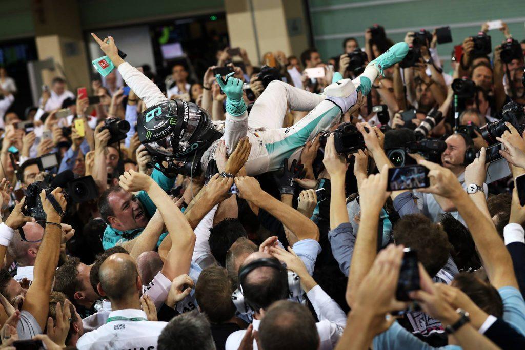 Rosberg slaví svůj premiérový titul mistra světa.