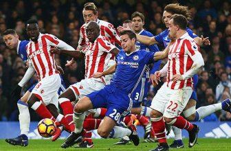 Třetí Chelsea hostí třinácté Stoke