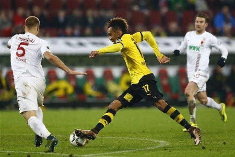 Signal Iduna Park hostí bitvu Dortmund vs Augsburg