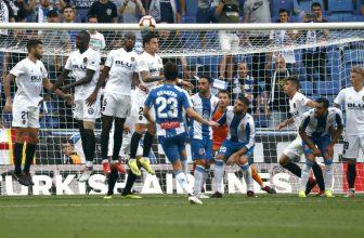 Boj o střed tabulky La Ligy mezi domácí Valencií a Espanyolem