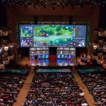 Svýjimkou LAN turnajů (hráči jsou přímo v aréně), bývají všechny streamy uměle zpožděné až o 5 minut. Pořadatelé tak brání případným podvodům, kdy by si hráč otevřel na druhém monitoru stream a viděl mapu z pohledu nepřítele