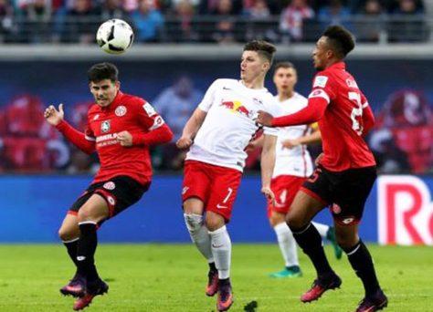 Překvapivý veletoč! Eintracht se trápí, RB válcuje Bundesligu. Jak tipovat na duel Frankfurt vs Lipsko?