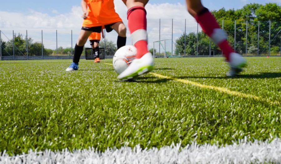 Jak kvalita trávníku promlouvá do sázení na fotbal